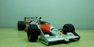 McLaren Honda MP4/5B  (Escala 1:18)
