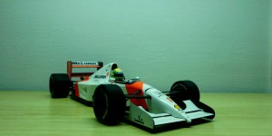 McLaren Honda MP4/7 (Escala 1:18)